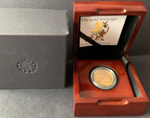 1974 Gold Sovereign coin  in a Luxury Wooden Case