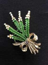 An  Exquisite Brooch -  Small Lucky White Heather  with Bow and Faux Amethyst