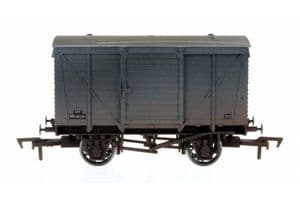 Dapol 4F-011-026 BR Ventilated Van, Grey Livery, Weathered