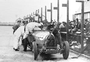 Bugatti T43 The Evans Brothers make a pit stop 1929 BRDC 500 Brooklands. Photo