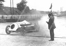 Leyland Thomas Special. Parry Thomas on track at   Brooklands 1926