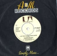 Shirley Bassey - I Let You Let Me Down Again/Razzle dazzle (UP 36247) M-